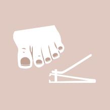 Knip teennagels recht, niet te kort en houd rekening met de natuurlijke vorm van het witte randje.